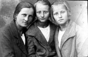 Три сестры. Лиза, Галя, Тамара Грабовенко 1930-е